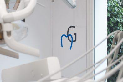 tratamientos dentales con tecnología de última generación en la clínica dental en Barcelona Marín García